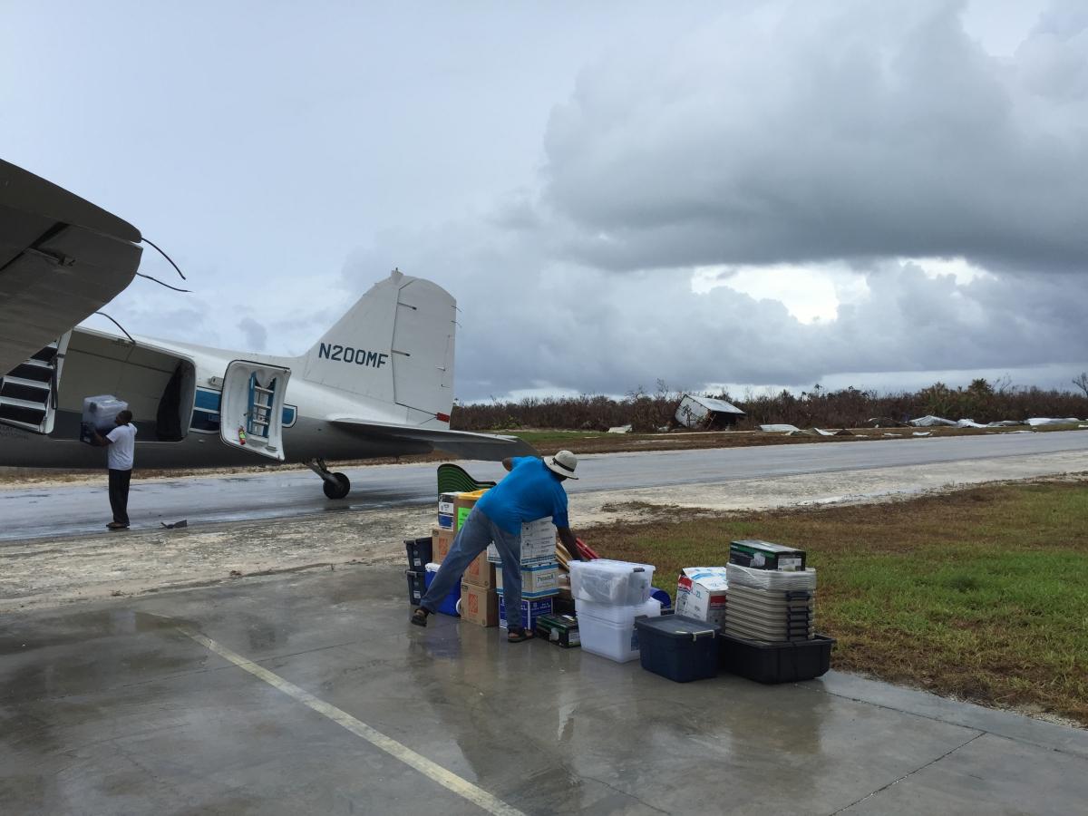 Crooked Island - Hilfsgüter-Lieferung nach Wirbelsturm